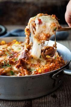 One Pot Chicken Enchilada Rice Casserole - the flavours of chicken enchilada, in a rice casserole, all made in ONE POT on the stove! food recipes One Pot Chicken Enchilada Rice Casserole Potatoe Casserole Recipes, Sweet Potato Recipes, Rice Casserole, Vegetarian Casserole, Casserole Ideas, Enchilada Rice, Chicken Enchilada Casserole, Chicken Enchilada Recipes, Gastronomia
