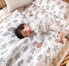 ⌈A ꜱ℮ɋu℮l oƒ ƥ℮rⱱ℮rt Ƅoℽ⌋ ❝mommy cerewet mau daddy terkam❞. Cute Baby Boy, Cute Little Baby, Little Babies, Cute Kids, Baby Kids, Cute Asian Babies, Korean Babies, Asian Kids, Cute Babies