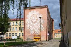 """Warsaw-based Polish """"outdoor artist"""" NeSpoon has produced stunning street art pieces of intricate lace patterns that beautify the public. Grafitti Street, Murals Street Art, Outdoor Sculpture, Outdoor Art, 3d Street Painting, Lace Painting, Amazing Street Art, Modern Metropolis, Public Art"""