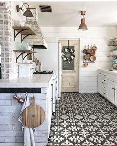 SALE ENDS THIS WEEK! YIKES This kitchen stops us in our tracks every single time! You too? Be sure to follow Jessica @the_rusticpallet for endless farmhouse decor inspiration! Find your Metal Farmhouse Wall Rack in our Top Sellers and our Farmhouse Collections! Enjoy the StoreWide markdowns of up to 40% off! No code needed and shipping is always free! PaintedFoxHome.com