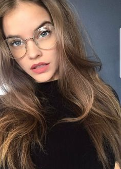 Welcome to RealPalvinBarbara, your source for everything related to Hungarian model Barbara Palvin. Img Models, Barbara Palvin Instagram, Beautiful People, Beautiful Women, Victoria Secret Angels, Kendall Jenner Outfits, Jolie Photo, Girls With Glasses, Alexa Chung