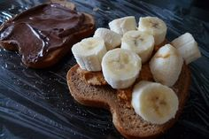 Sandwich cake with bananas, Nutella and peanut butter