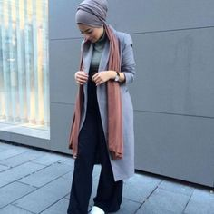 long gray coat turban style, How to get hijab trendy looks http://www.justtrendygirls.com/how-to-get-hijab-trendy-looks/