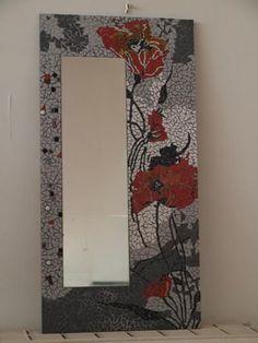 Le Miroir aux coquelicots Mosaic Artwork, Mirror Mosaic, Mirror Art, Mosaic Glass, Mosaic Tiles, Glass Art, Stencil Wall Art, Mosaic Flowers, Mosaic Madness
