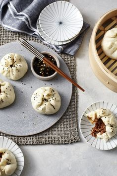 These vegan buns are just like Char Siu Pork Bao (barbecue pork-filled buns) that you find at dim sum. Not only is this an amazing vegan. Plant Based Recipes, Veggie Recipes, Asian Recipes, Real Food Recipes, Veggie Dishes, Yummy Food, Vegan Dinner Recipes, Vegan Dinners, Vegetarian Recipes