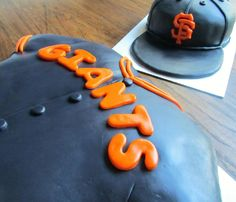 Giant's hat and jersey cake!