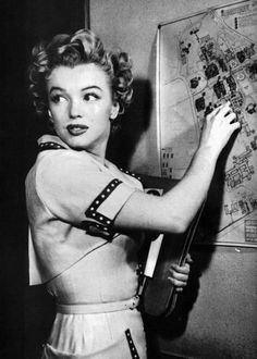 Marilyn at UCLA, 1952 (Why have I never seen these Marilyn pix before??)
