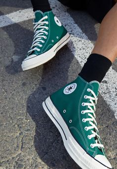 Chuck Taylor Outfit, Converse Chuck Taylor All Star, Converse One Star, Chuck Taylors, Converse Verte, Zapatillas All Star, Estilo Converse, High Top Converse Outfits, Swag Shoes
