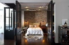 AWESOME MASTER SUITE, Bi-fold doors in black metal, I love
