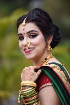 Indian Marathi Wedding Hairstyles Modest - indian bridge in 2019 Bridal Makeup Looks, Indian Bridal Makeup, Indian Bridal Wear, Bride Makeup, Bridal Looks, Saree Hairstyles, Indian Bridal Hairstyles, Bride Hairstyles, Marathi Bride