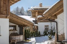 Image Gallery - Chalets Tirol & Hüttendorf - Welcome to the Hüttendorf . Modern Country Style, Modern Farmhouse Design, Modern Farmhouse Exterior, Exterior Design, Interior And Exterior, Ad Architectural Digest, Barn Lighting, Awesome Bedrooms, Decoration