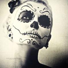 Impressive Day of the Dead skeletal makeup