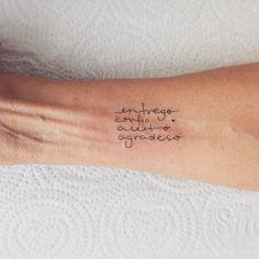 """6,581 curtidas, 110 comentários - Lays Alencar (@laystattoo) no Instagram: """"Entrego Confio Aceito Agradeço. . Um lembrete diário."""""""