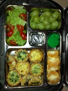 20 Nov Lunch - Mini Quiches, salad, grapes and oranges. Healthy Chicken Curry, Kids Meals, Easy Meals, Kids Packed Lunch, Mini Quiches, Quick Healthy Breakfast, Easy Healthy Recipes, Clean Eating, Lunch Box