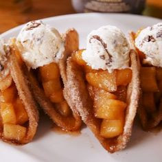 Pie Tacos Apple Pie Tacos are SO much better than regular apple pie.Apple Pie Tacos are SO much better than regular apple pie. Tasty Videos, Food Videos, Apple Recipes, Sweet Recipes, Dishes Recipes, Recipes For Apples, Apple Pie Recipe Video, Recipes Dinner, Recipies