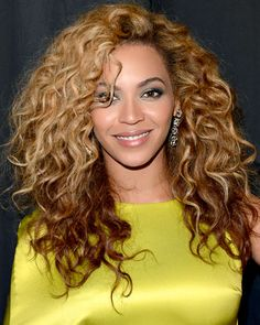 Hairstyles That Never Go Out of Style: Beyonce's Two-Toned Ringlets