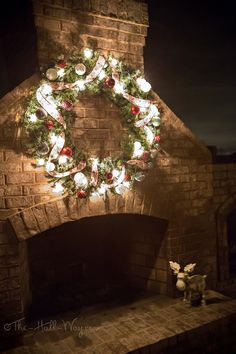 Christmas Decorations #outdoor #wreath #fireplace