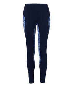 Modische Sport-Leggings der niederländischen Lingerie-Marke Livera. Das hochgeschnittene dunkelblaue Modell wird von schönen graphischen Details akzentuiert. Damit werden Deine sportlichen Beine an den richtigen Stellen betont! Ideal für Yoga, Jogging oder auch Kraftsport. Passt perfekt zum passenden Livera-Top!