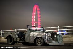 Low-Ri-Der - Hand built with love. ( 1960 Rover 80 chassis Rover 1948 genuine grille & rear tub - the rest? ( Credit ) READ MORE :: via link in bio :: by landroverpalmbeach Low-Ri-Der - Hand built wit Land Rover Serie 1, Land Rover Defender, Land Rovers, Range Rover Off Road, Top Cars, Vintage Trucks, Slammed, Car Car, Belle Photo