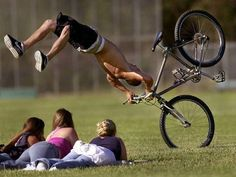 Get a Bicycle Crash funny picture from People. You can get dozens of other funny pictures from People. Here are some samples of funny words: bicycle, crash Funny Videos, Funny Images, Funny Photos, Oops Photos, Hilarious Pictures, Bing Images, Gif Silvester, Sport Videos, Gta San Andreas