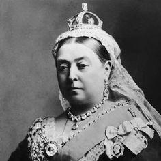 En 1837, Thomas Edward Jones, un chico de 14 años obsesionado con la reina Victoria se las arregló para entrar varias veces en el palacio de Buckingham. Fue atrapado en diversas ocasiones, dos de ellas en el trono y otra con la ropa interior de la reina. Con el fin de alejarle de la familia real, fue deportado primero a Brasil y posteriormente a Australia. #thomasedwardjones #reinavictoria #obsesionado #palaciodebuckingham #chico #real #intruso…
