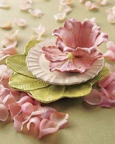 Hochzeitsaccessoires Inspiriert von Blumen - Laurie's Page Tea Cup Saucer, Tea Cups, Beautiful Table Settings, Teapots And Cups, My Cup Of Tea, Vintage Tea, Wedding Accessories, Pretty In Pink, Pink And Green