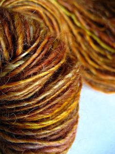 Hand dyed and hand spun - THIS is handmade GORGEOUS    #dye2spin