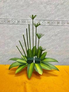 Tropical Flower Arrangements, Creative Flower Arrangements, Flower Arrangement Designs, Church Flower Arrangements, Beautiful Flower Arrangements, Beautiful Flowers, Modern Floral Design, Altar Flowers, Flower Phone Wallpaper