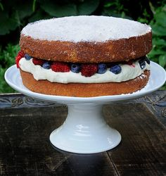 Looking for a great cake for a birthday or just because?  With all those blueberries & raspberries out there, what a great way to enjoy summer's bounty!  http://oracibo.com/recipe/victoria-sponge-cake/