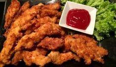 Domowe Stripsy a'la KFC Smakowite kawałki filetów z kurczaka w rewelacyjnie chrupiącej, złocistej panierce. Stworzone na wzór znanych i lubianych stripsów z KFC. Wspaniale smakują w towarzystwie różnych sosów. Pyszna przekąska, której ciężko się oprzeć :)) Polecam! Składniki: 1 pojedynczy filet z kurczaka pół szklanki mąki przyprawy: sól, pieprz, czosnek granulowany, papryka słodka i ostra …