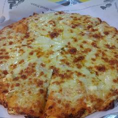I just love the 4 Cheese pizza from Yellow Cab! Four Cheese Pizza, My Favorite Food, Favorite Recipes, Pizza Company, Great Pizza, Pizza Party, Yum Yum, The Best, Trips
