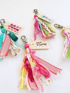 Best Friend Tassel Keychain - this is the cutest ever! : Best Friend Tassel Keychain - this is the cutest ever! Diy And Crafts, Craft Projects, Crafts For Kids, Paper Crafts, Cute Keychain, Tassel Keychain, Keychains, Diy Tassel, Tassels