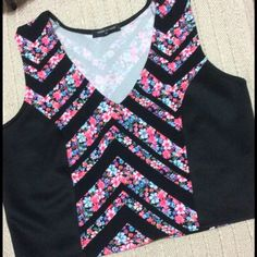 JUST IN Fashion 2 Figure Crop Top - Size 2X Fashion 2 Figure Crop Top - Size 2X. Cute floral design on front and back.  Panels of black on front for slimming effect. Perfect with jeans. Fashion 2 Figure Tops Crop Tops