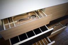"""Le meuble Cargo est une commande privée destinée à stocker l'ensemble de la collection """"Cinque Stelle"""" dessinée par Ettore Sottsass pour Serafino Zani  Année : 2014  Commande privée, Bruxelles photo. Tiphaine Vasse"""