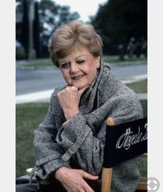 Angela Lansbury, une actrice que j'aime beaucoup Arabesque – ou Elle… Classic Hollywood, Old Hollywood, Whats On Tv Tonight, A Little Night Music, Murder, Angela Lansbury, Intelligent Women, Judi Dench, Old Movie Stars
