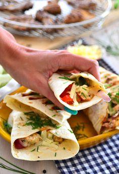 Grillowane tortille z kurczakiem i kolorowymi warzywami  - etap 1 Tzatziki, Tortillas, Grilling, Tacos, Mexican, Ethnic Recipes, Food, Gastronomia, Mince Pies