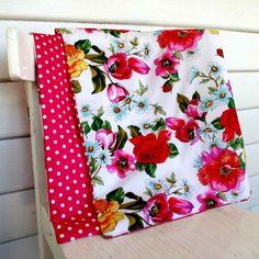 Baby pram quilt in polka dot floral