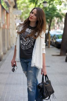 boyfriend jeans outfits | boyfriend_jeans-balenciaga_bag-terry_havilland-street_style-outfit ...