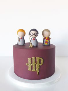 Harry Potter birthday cake / Peace of Cake - - Lecker - first birthday cake-Erster Geburtstagskuchen Harry Potter Desserts, Gateau Harry Potter, Harry Potter Thema, Cumpleaños Harry Potter, Harry Potter Birthday Cake, Harry Potter Cupcakes, Peace Of Cake, Decors Pate A Sucre, Cute Cakes