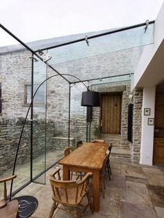 Conservatory dining terrace rustic glass room industrial modern Source by greenvamom Exterior Design, Interior And Exterior, Conservatory Kitchen, Modern Conservatory, Conservatory Extension, Glass Extension, Glass Room, Glass Boxes, House Extensions