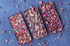 3 Ingredient Sugar-free Chocolate (vegan & gf) - Vancouver with Love I Love Chocolate, Sugar Free Chocolate, Chocolate Hazelnut, Candida Recipes, Diet Recipes, Dairy Free Low Carb, Raw Cacao, Cacao Nibs, Baking Tins