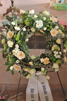 Trauerkranz Frühling You are in the right place about funeral men Here we offer you the most beautiful pictures about the funeral background you are looking for. When you examine the Trauerkranz Frühl Green Hydrangea, Hydrangea Wreath, Hydrangea Flower, Hibiscus Flowers, Floral Wreath, Creative Flower Arrangements, Funeral Flower Arrangements, Funeral Flowers, Summer Flowers