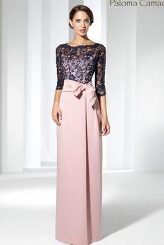 Uno de los vestidos cortos para madrinas elegantes y sencillas en este 2018. Vestido de Crepé recto con peplum – Galanovias