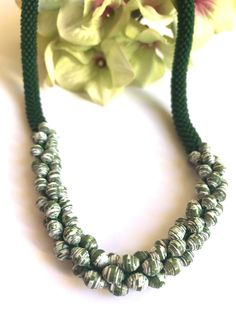 CIJ Original and refined emerald green necklace made with green Toho beads and white and green paper beads, Made in Italy jewels, gift for h - €25.20 EUR