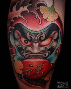 New doll tattoo daruma ideas Tattoo Henna, Tatoo Art, Color Tattoo, Body Art Tattoos, Hand Tattoos, Foo Dog Tattoo, Japanese Tattoo Art, Japanese Tattoo Designs, Home Tattoo