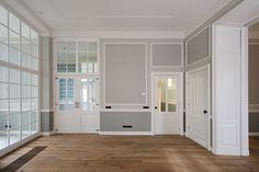 Livingroom Den Haag, schuifdeuren, kamer en suite, en ornamenten. Diana van den Boomen/Kodde Architecten