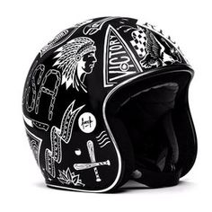 Helmet by Frank Pellegrino                                                                                                                                                                                 Mais