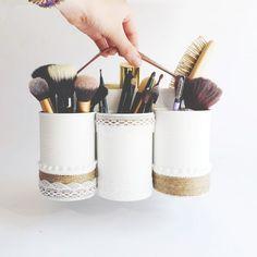 ranger ses pinceaux de maquillages dans des boites de conserve customisées