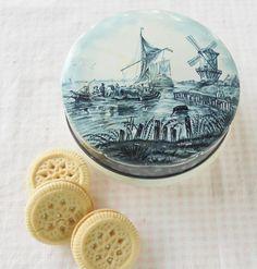 Blue Delft Ship Metal Candy Tin  Vintage by RosebudsOriginals, $14.95