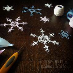 snowflakes falling down❄️ #tatting #maimaikaito #motif #ornament #snowflakes #handmadeornaments #handmade #original #originalpattern #オリジナル #雪の結晶 #雪 #雪が降る #オリジナルデザイン